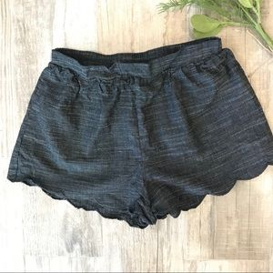 Everly Gray scallop shorts Sz S